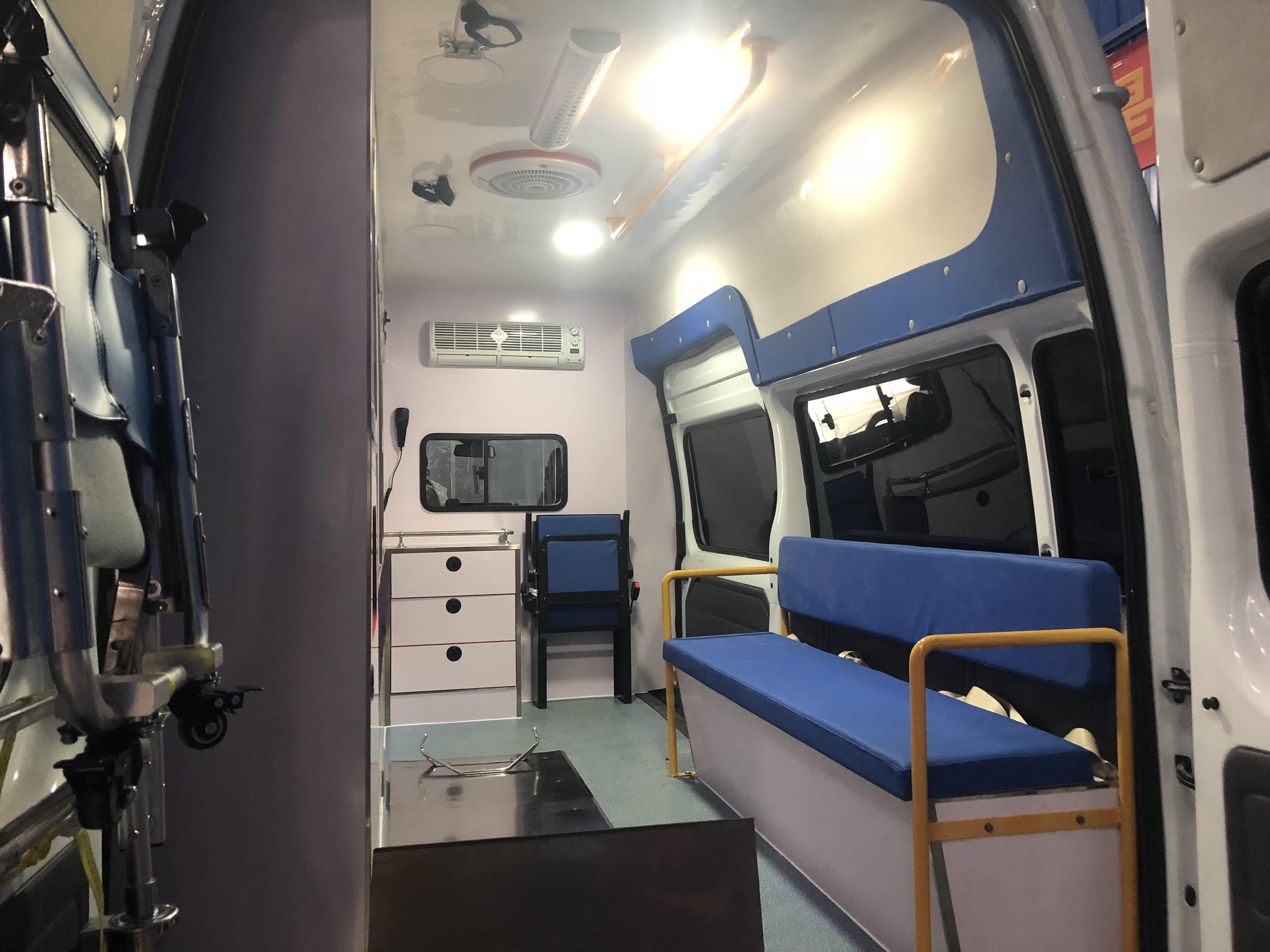 福特V348医疗体检运输车