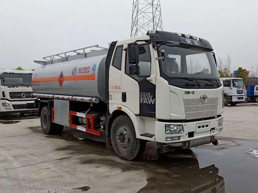 解放J6 10吨加油车