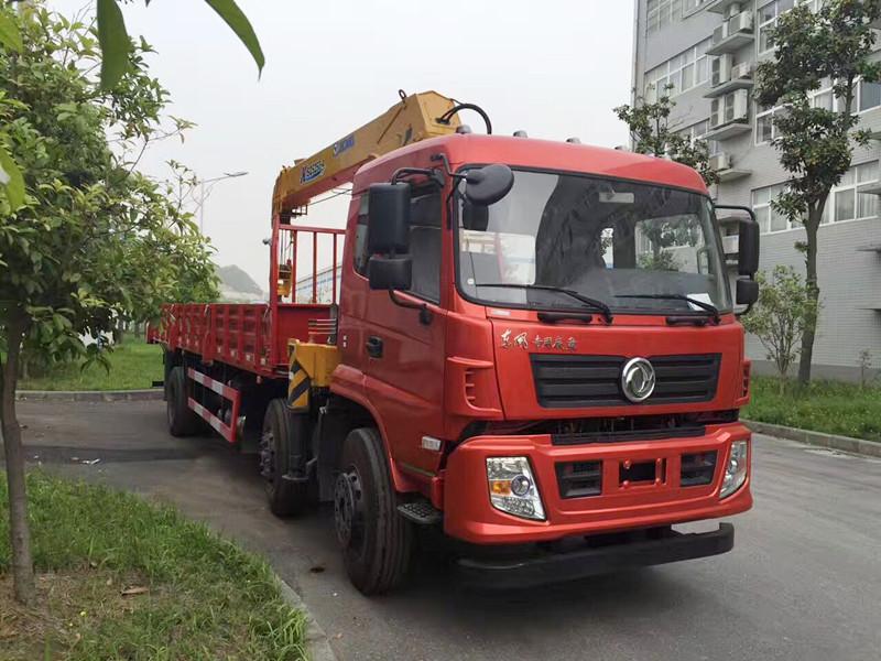 东风专底小三轴随车吊(可装6-12吨吊机)
