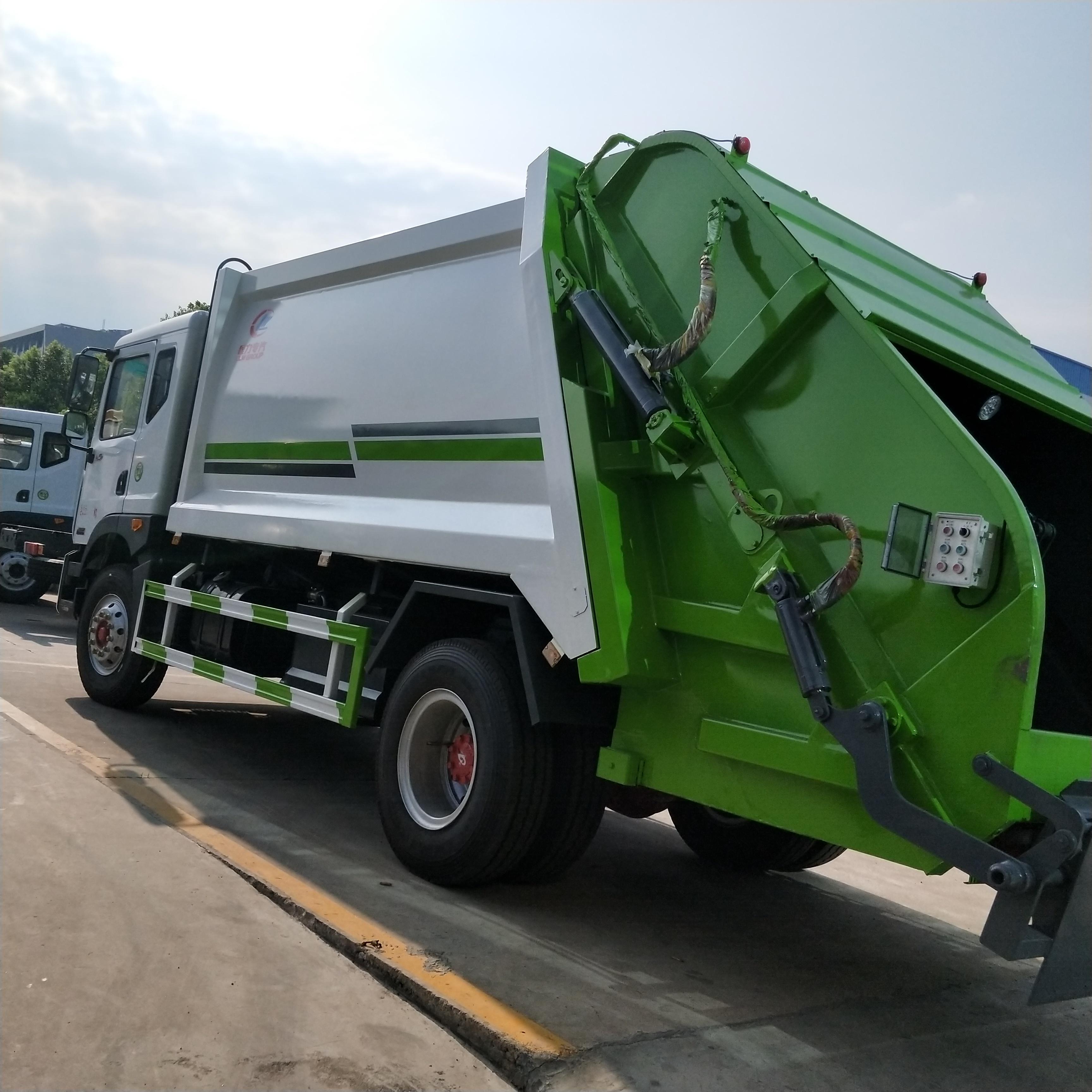 东风D9压缩式垃圾车高清图片