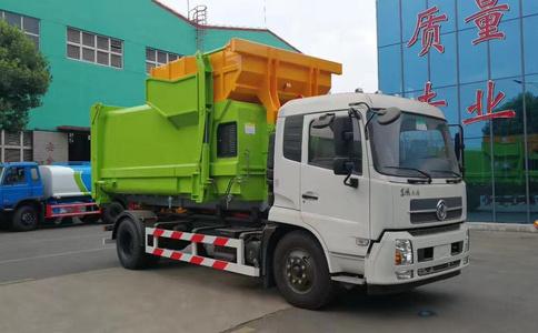 东风天龙钩臂垃圾车移动式垃圾厢实操视频视频