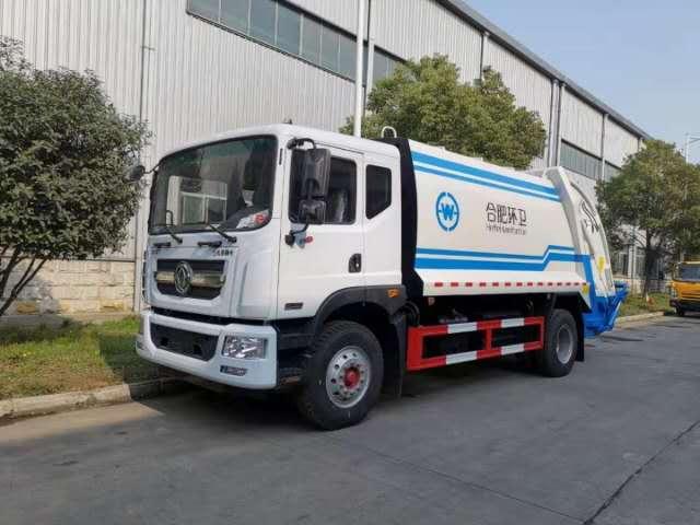 随圳东风多利卡5吨压缩垃圾车