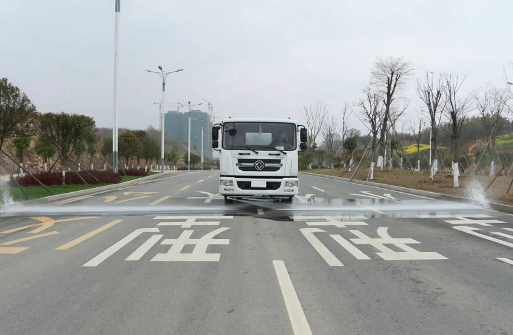 东风D9洒水车 康明斯发动机,多少钱一台?