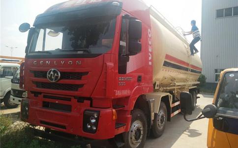 牡丹江市上汽红岩前四后八散装水泥罐车价格视频