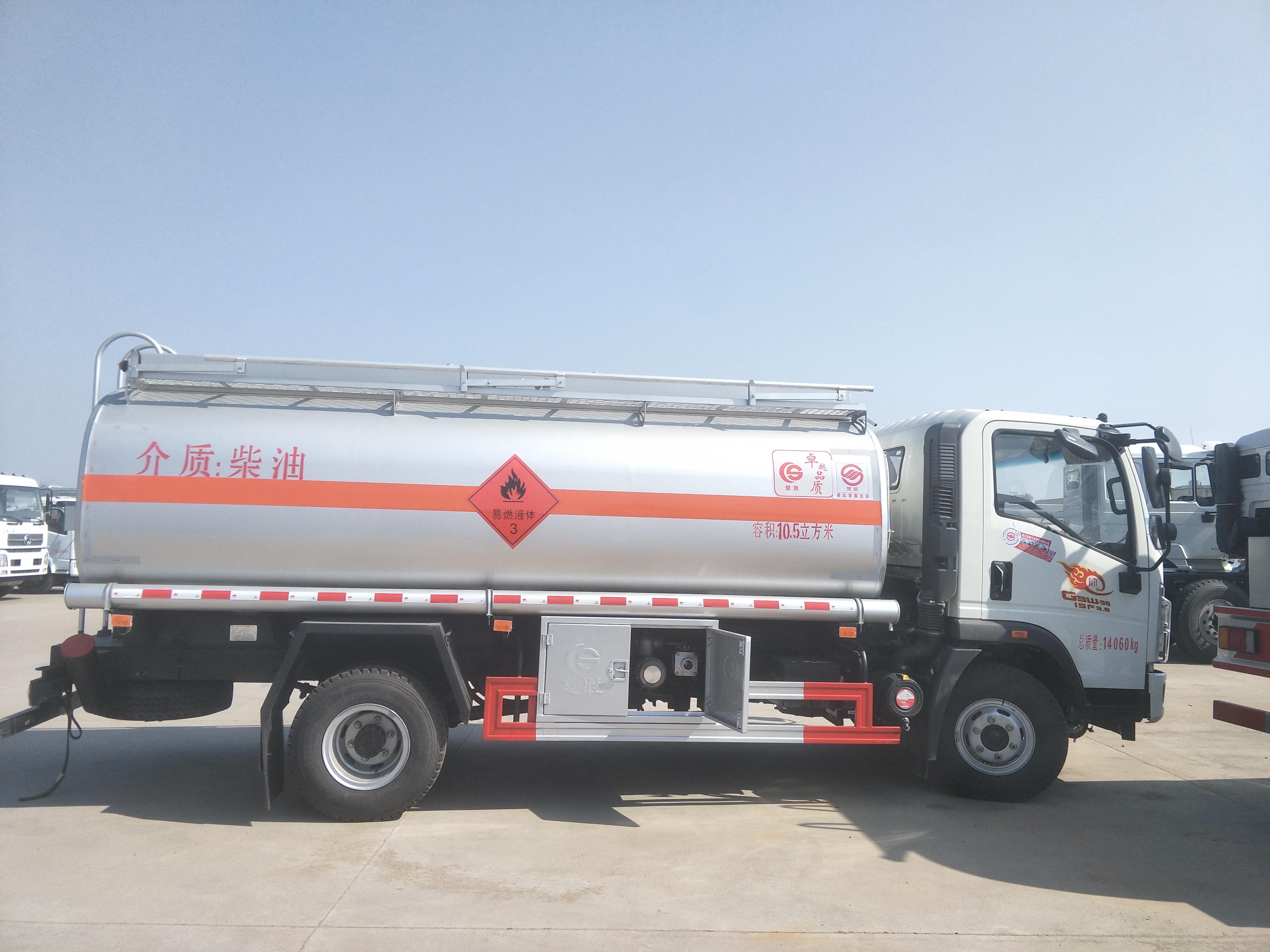 豪沃滿載10噸油罐車廠家直銷 包上戶 可分期_高清圖片