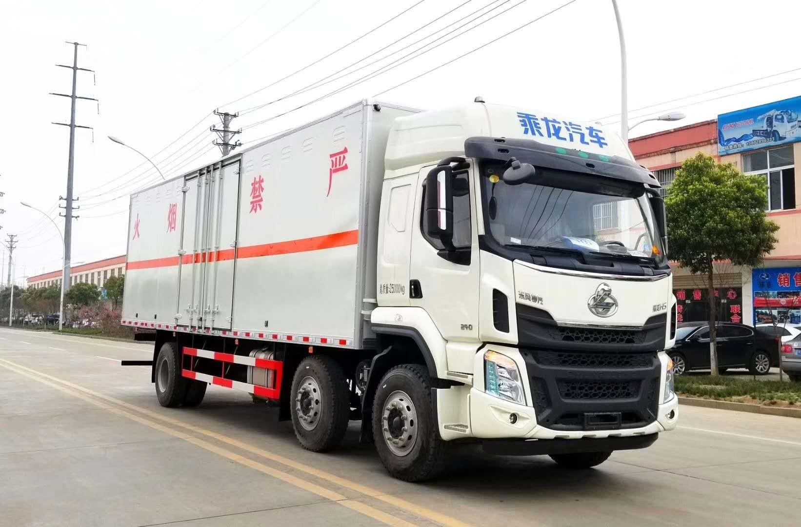 柳汽乘龙新款H5系列6X2危化厢式车图片