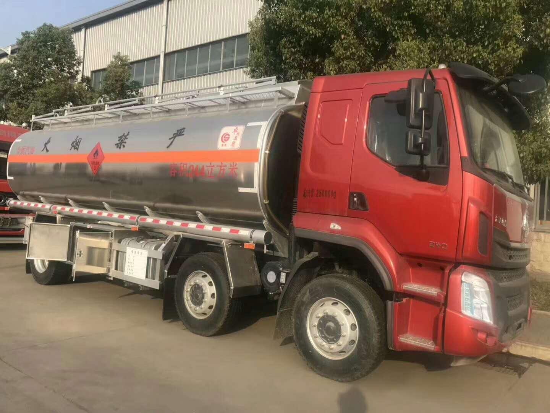 柳汽乘龍小三軸26方核載16噸運油車圖片