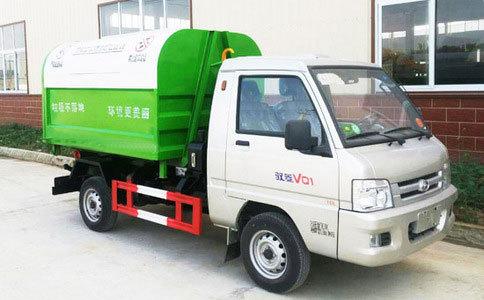 福田驭菱3方勾臂垃圾车准备发车