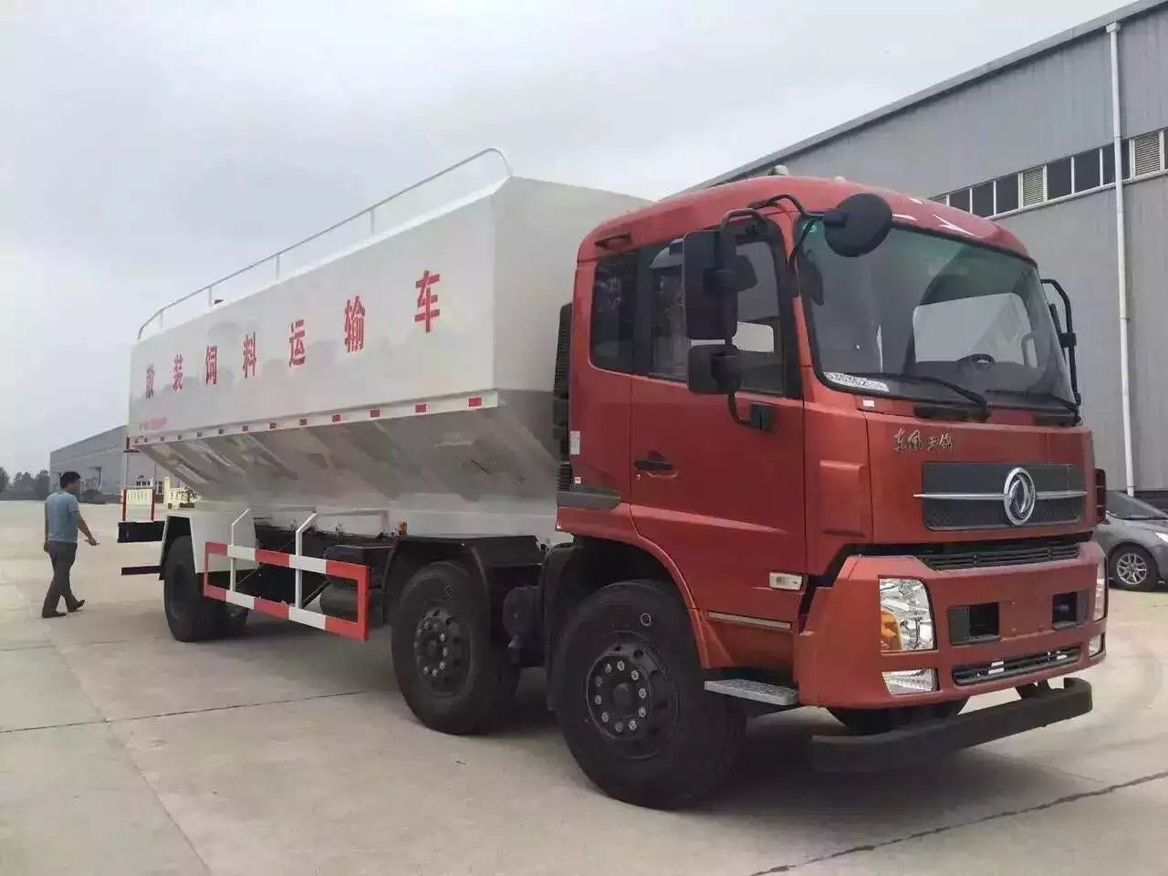 东风天锦30方散装饲料运送车