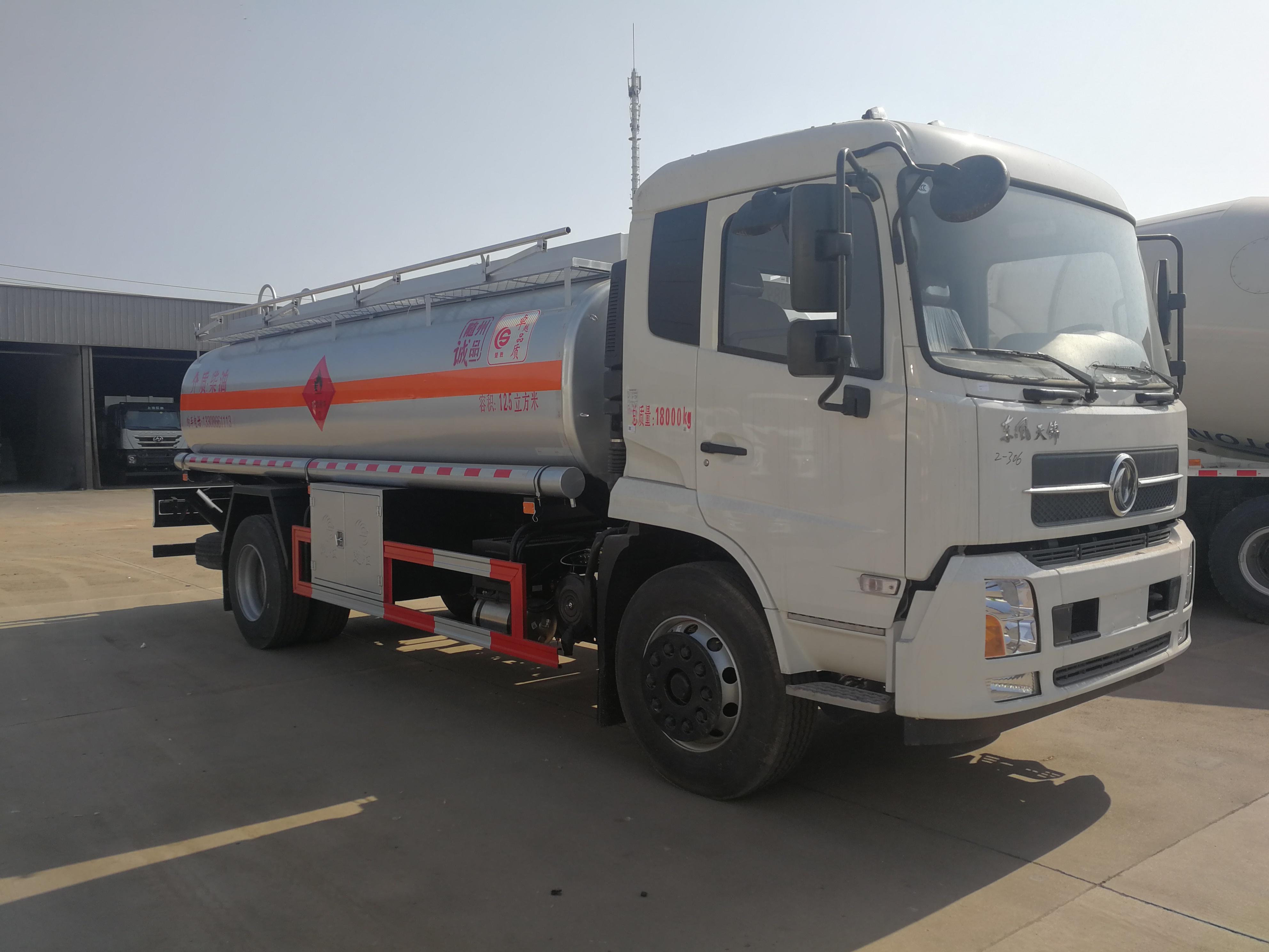 东风天锦10吨15吨加油车运油车图片