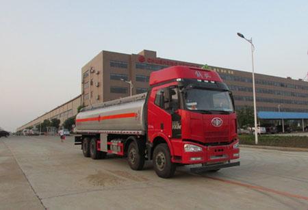 27吨解放J6前四后八铝合金油罐车图片