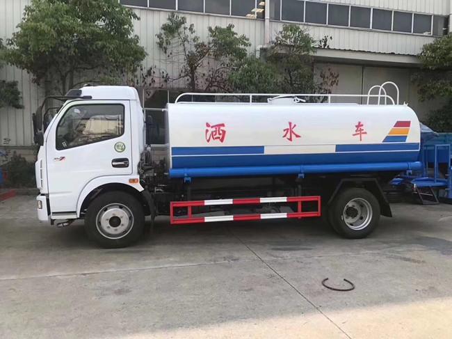 东风8吨洒水车雾炮车图片