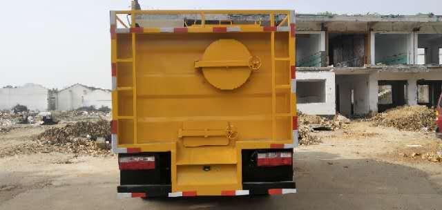 多利卡污水处理车配置图片