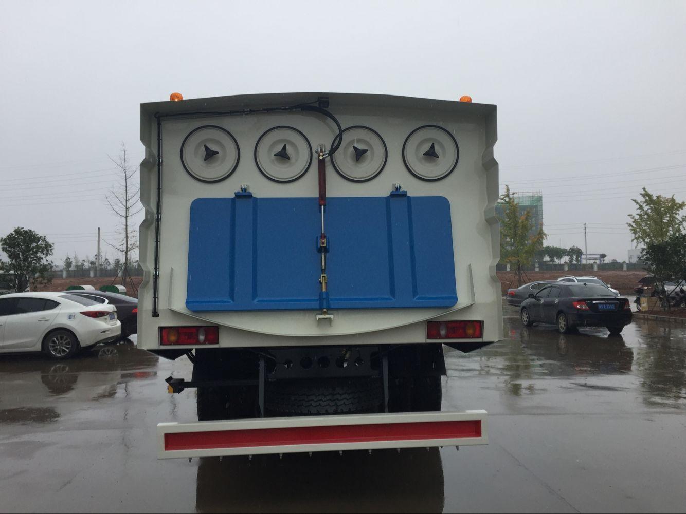东风多利卡8吨吸尘车图片