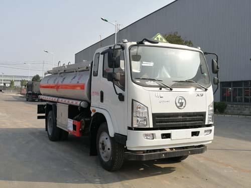陕汽轩德7吨油罐车