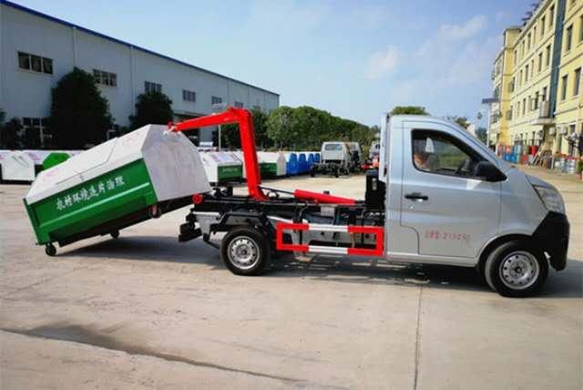 3方勾臂垃圾车 车厢可卸式垃圾车价格 垃圾车厂家图片