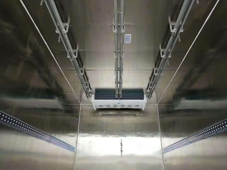 福田蓝牌农场对接冷藏运输车猪肉挂钩冷藏车图片