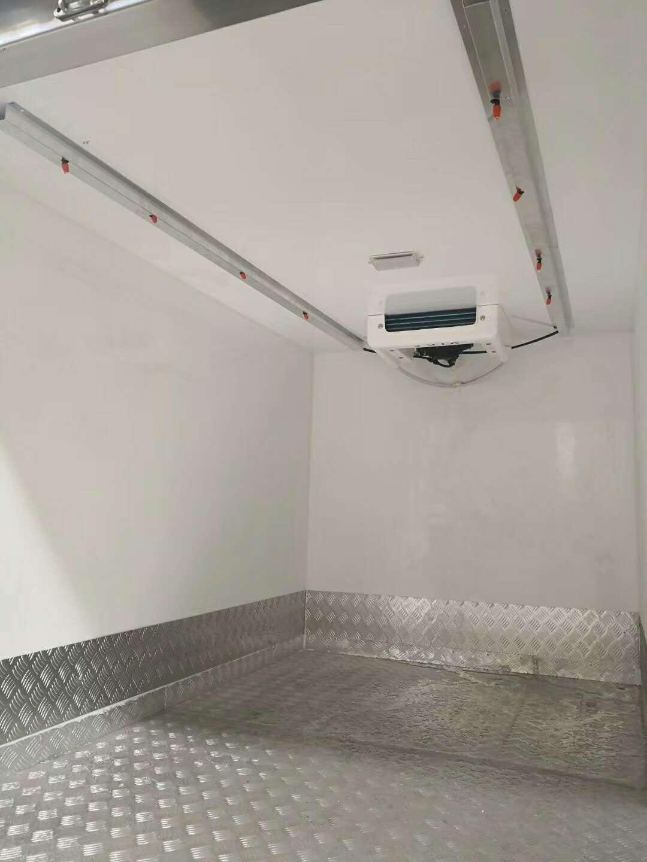 长安双排冷藏车1