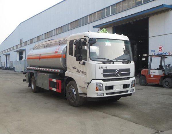 东风天锦12吨加油车