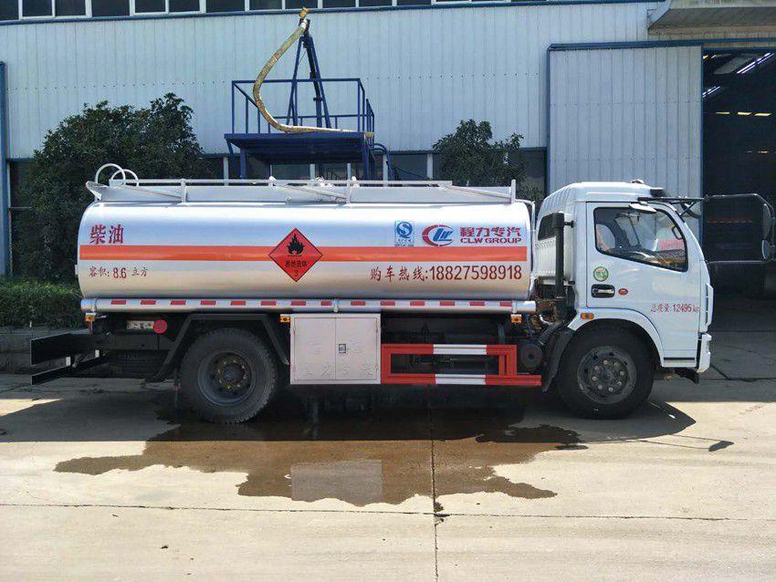 东风多利卡8吨加油车高配版