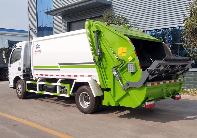 8方壓縮垃圾車(東風大多利卡)_高清圖片