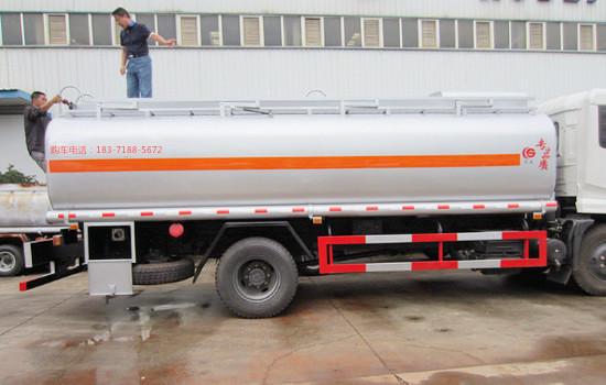 东风多利卡14吨油罐车图片