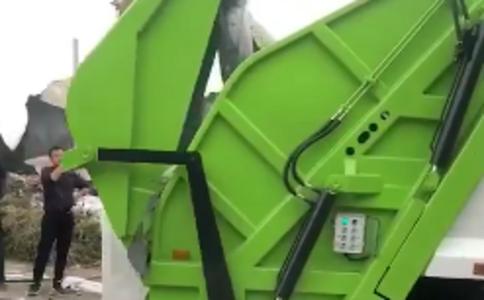 带大落地斗压缩式垃圾车操作视频视频