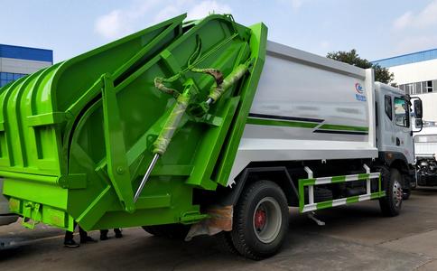 12方压缩垃圾车工作视频视频