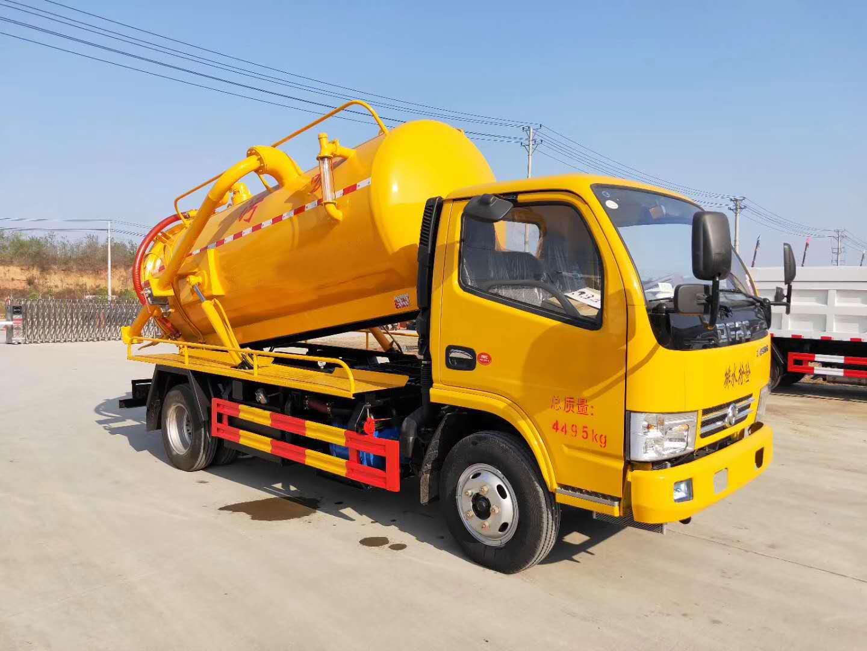 受欢迎的新款蓝牌东风5吨真空吸污车