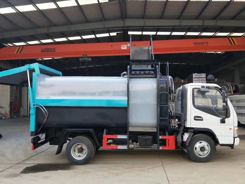 网红蓝牌侧装压缩垃圾车,全新换装。图片