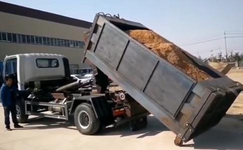 东风小多利卡勾臂(伸缩臂)垃圾车价格视频