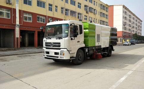 程力东风天锦洗扫车厂家工作人员检验的视频