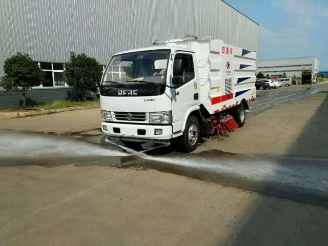 5方扫路车加装洒水功能作业视频