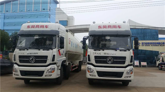 东风天龙20吨散装饲料运输车正面图