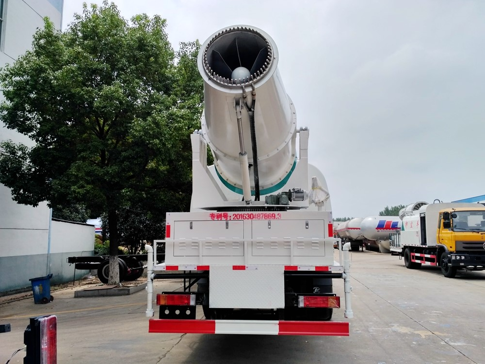 东风T5后双桥12吨100米雾炮车