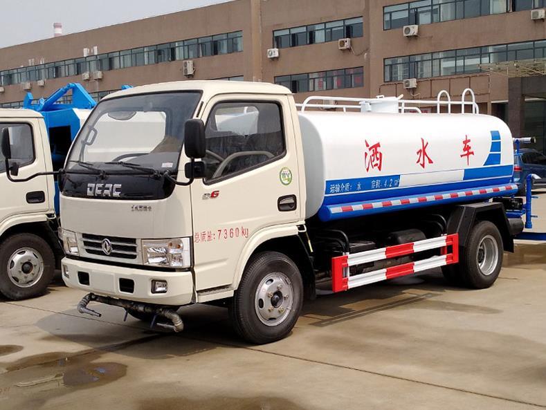 东风小多利卡5吨绿化洒水车