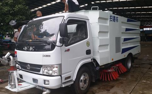 畅销车型东风多利卡5吨扫路车 厂家销售实车视频图片