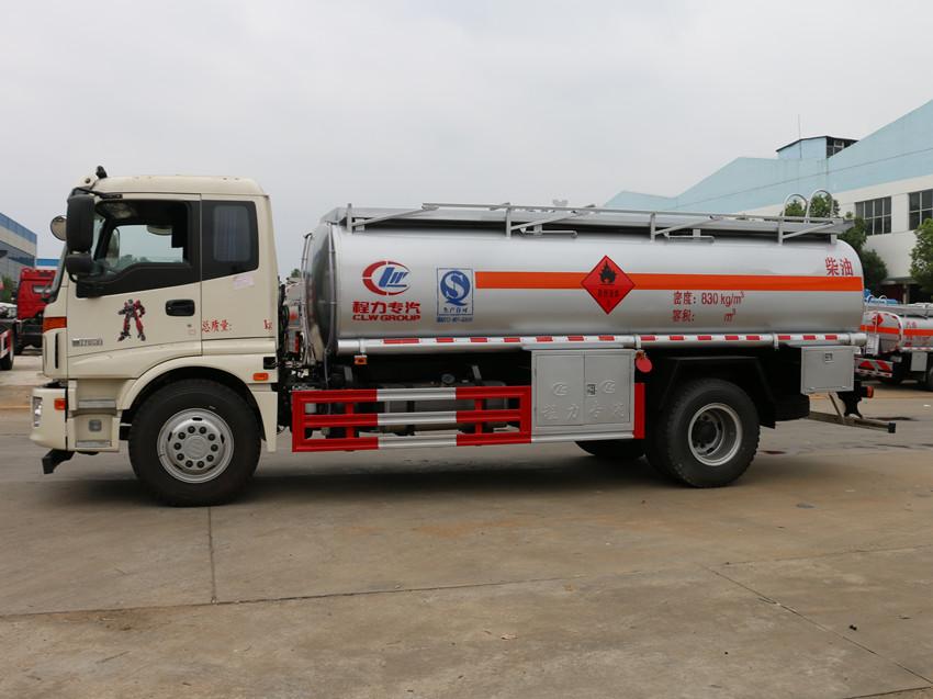 福田欧曼10吨加油车左侧照