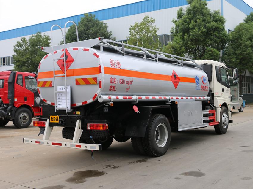 福田欧曼10吨加油车右后照