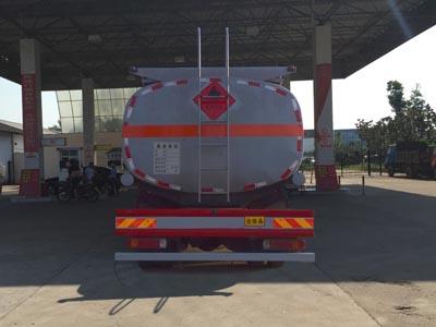 福田欧曼28吨加油车正后照