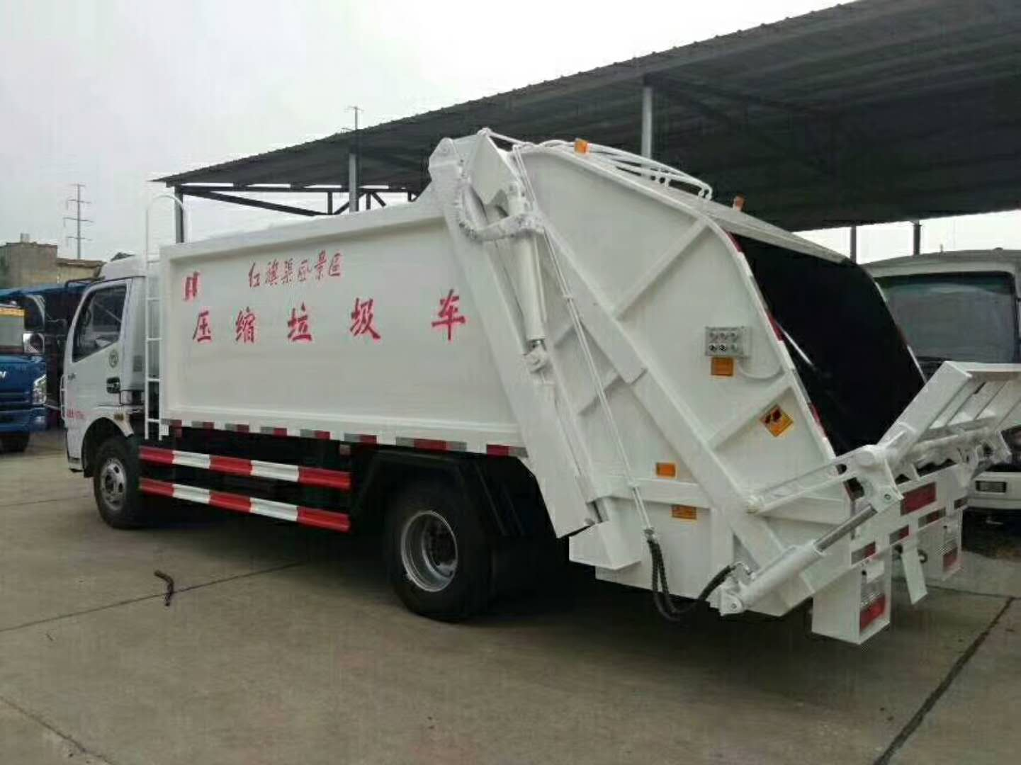 东风多利卡D7  8方压缩垃圾车带挂桶风景区管理专用