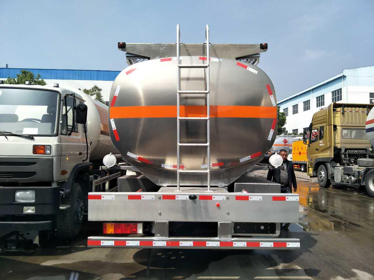 东风专底18吨加油车