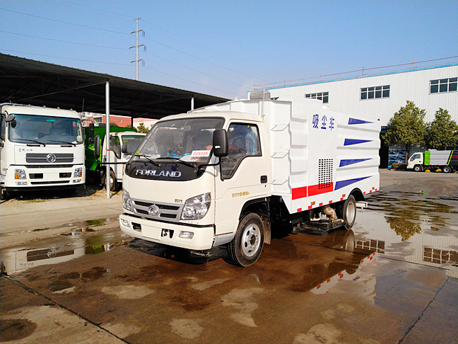 福田5.5吨中型吸尘车
