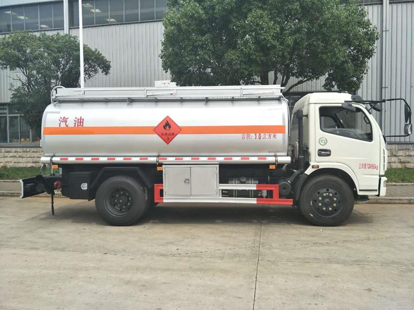 東風D7多利卡10噸加油車右側