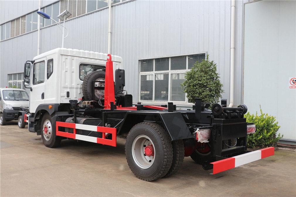 东风多利卡D9(12方)勾臂垃圾车