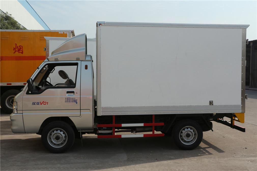 福田驭菱CLW5030XLCB5冷藏车正侧面图
