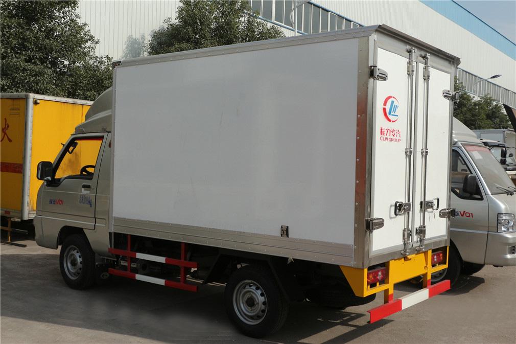 福田驭菱CLW5030XLCB5冷藏车后尾部图