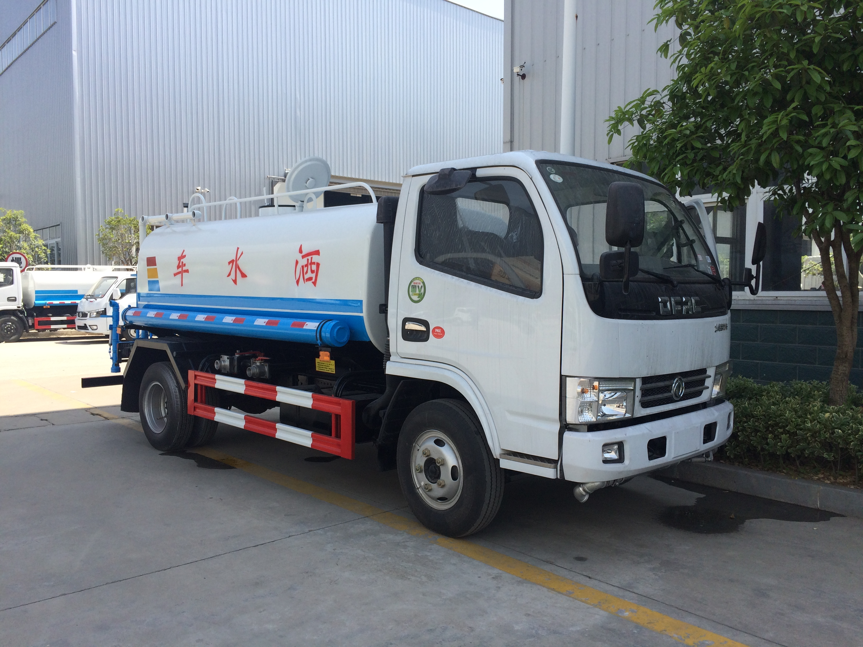 東風D6朝柴102馬力5噸灑水車