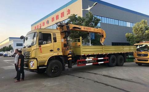 东风专底D3S新款240马力土豪金12吨随车吊视频