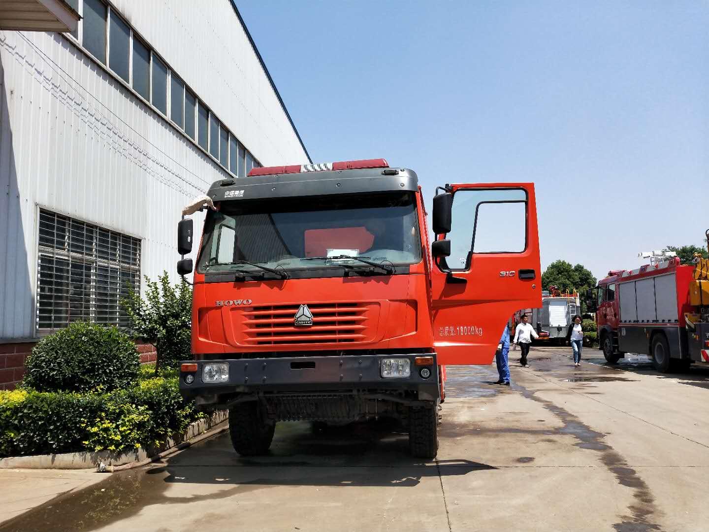 重汽豪沃森林消防车厂家发车试水视频视频